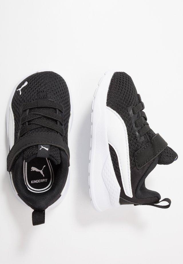 ANZARUN LITE - Neutral running shoes - black/white