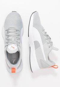 Puma - FLYER RUNNER  - Obuwie do biegania treningowe - high rise/white/firecracker - 0
