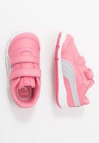 Puma - STEPFLEEX 2  - Zapatillas de entrenamiento - bubblegum/silver/white - 0