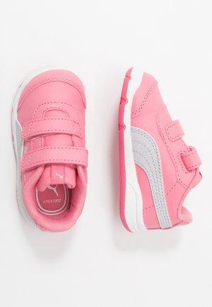 STEPFLEEX 2  - Chaussures d'entraînement et de fitness - bubblegum/silver/white