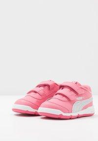 Puma - STEPFLEEX 2  - Zapatillas de entrenamiento - bubblegum/silver/white - 3