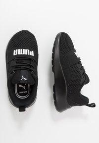 Puma - WIRED AC  - Obuwie do biegania treningowe - black/white - 0