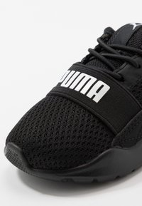 Puma - WIRED AC  - Obuwie do biegania treningowe - black/white - 2