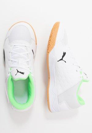 AURIZ - Sports shoes - white/black/elektro green