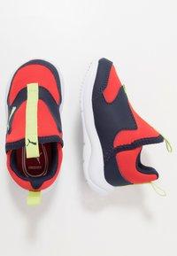 Puma - FUN RACER SLIP ON - Obuwie do biegania treningowe - blue/red - 0