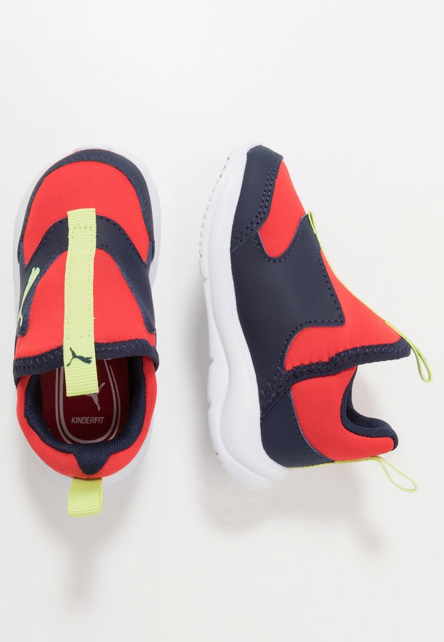 FUN RACER SLIP ON - Neutral running shoes - blue/red