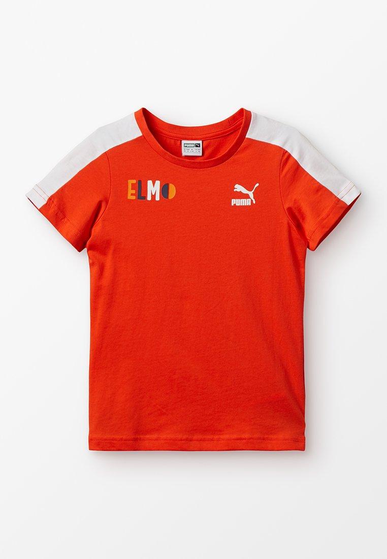 Puma - SESAME TEE  - Print T-shirt - cherry tomato/tigerlily