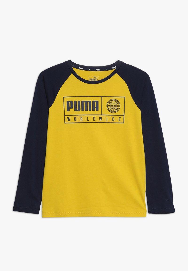 Puma - ALPHA GRAPHIC LONGSLEEVE TEE  - Langærmede T-shirts - sulphur