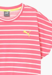 Puma - ALPHA STRIPED TEE - T-shirt con stampa - bubblegum - 3
