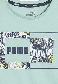 Puma - ALPHA GRAPHIC TEE - T-shirt imprimé - mist green - 4