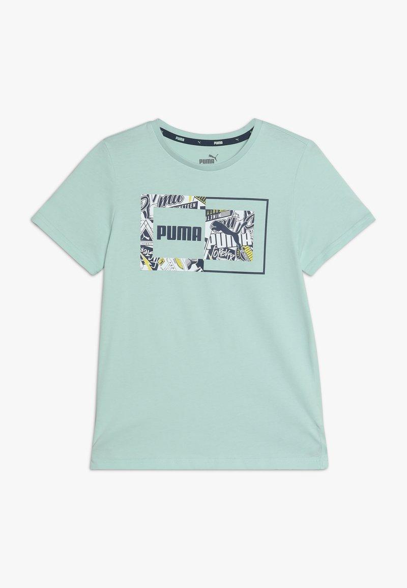 Puma - ALPHA GRAPHIC TEE - T-shirt imprimé - mist green