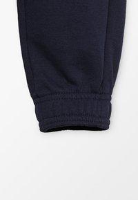 Puma - LOGO PANTS - Pantalon de survêtement - peacoat - 2
