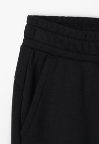 Puma - LOGO PANTS - Pantalon de survêtement - black - 2