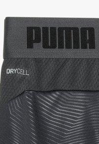 Puma - GRAPHIC - Krótkie spodenki sportowe - ebony/green gecko - 3