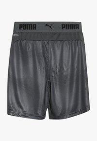 Puma - GRAPHIC - Krótkie spodenki sportowe - ebony/green gecko - 1