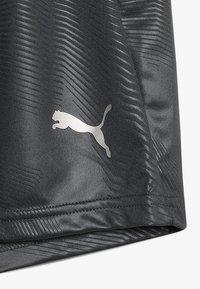 Puma - GRAPHIC - Krótkie spodenki sportowe - ebony/green gecko - 2