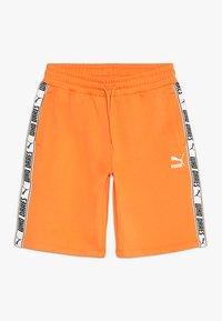 Puma - PUMA X ZALANDO SHORTS - Short de sport - tangerine - 0