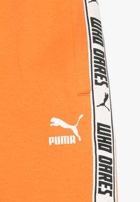 Puma - PUMA X ZALANDO SHORTS - Krótkie spodenki sportowe - tangerine - 4