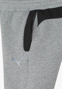 Puma - EVOSTRIPE PANTS - Pantalon de survêtement - medium gray heather - 3