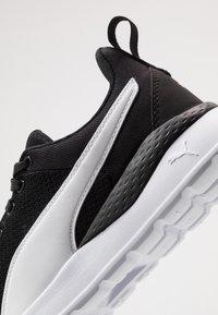 Puma - ANZARUN LITE - Obuwie treningowe - black/white - 5