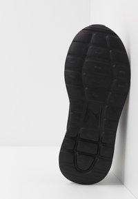 Puma - ANZARUN LITE - Chaussures d'entraînement et de fitness - triple black - 4