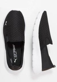 Puma - FLEX RENEW SLIPON - Obuwie do biegania Turystyka - black/white - 1