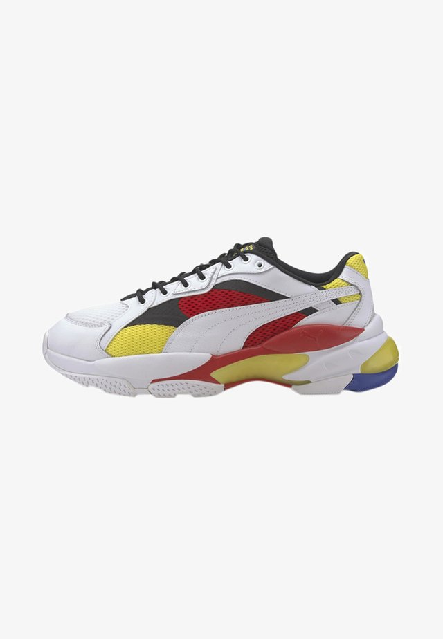 Trainers - white/high risk red