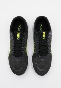 Puma - SPEED SUTAMINA - Chaussures de running neutres - black/castlerock/yellow alert/white - 3