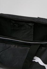 Puma - FUNDAMENTALS BAG  - Sportväska - puma black - 4