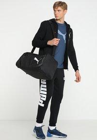 Puma - FUNDAMENTALS BAG  - Sportväska - puma black - 1