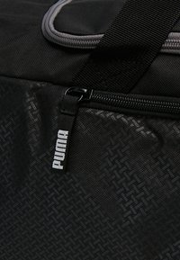 Puma - FUNDAMENTALS BAG  - Sportväska - puma black - 7