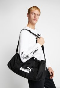 Puma - PHASE SPORTS BAG - Sportväska - black - 1