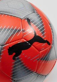 Puma - FUTURE FLARE BALL - Balón de fútbol - grey dawn/red/asphalt/puma white - 3