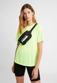 Puma - PLUS WAIST BAG - Borsa a tracolla - black - 5