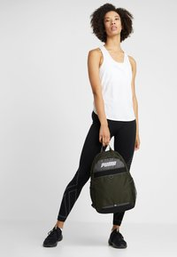 Puma - PLUS BACKPACK - Sac à dos - forest night - 6