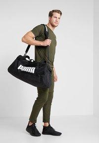 Puma - CHALLENGER DUFFEL BAG M - Sportovní taška - black - 1