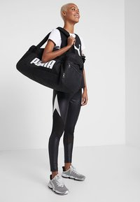 Puma - CHALLENGER DUFFEL BAG M - Sportovní taška - black - 6