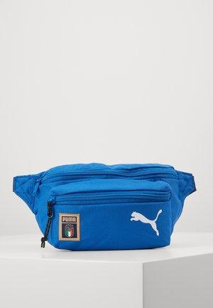 ITALIEN FIGC ACADEMY WAIST BAG - Ledvinka - team power blue/peacoat/puma white