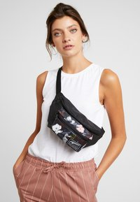 Puma - ACADEMY WAIST BAG - Bum bag - black - 1