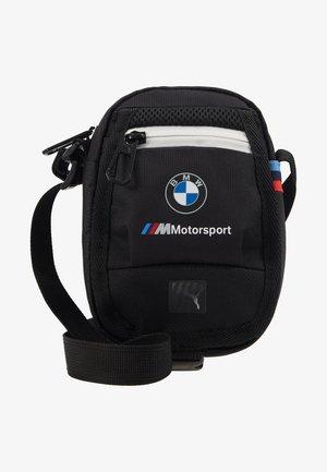 BMW SMALL PORTABLE - Taška spříčným popruhem - black