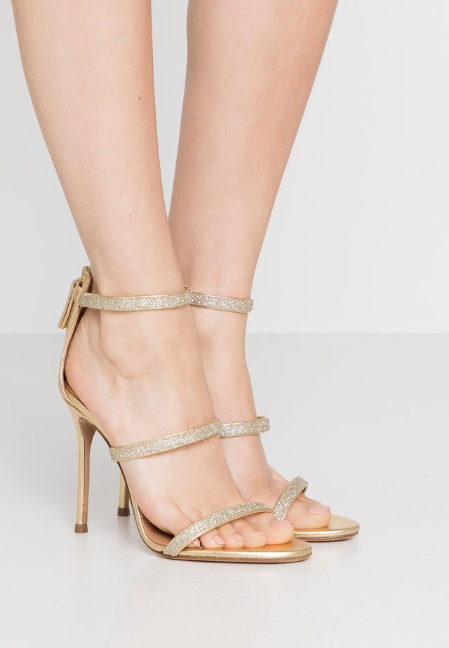 Sandały na obcasie - glitter gold/metal gold