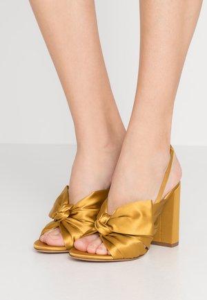 Sandály na vysokém podpatku - ocre