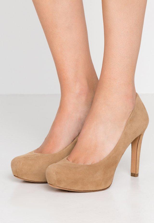 Zapatos altos - beige