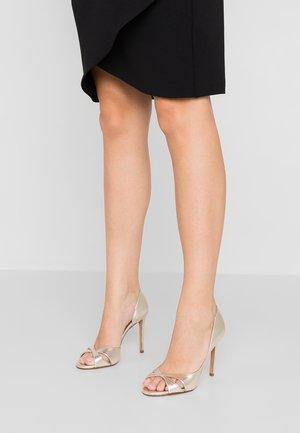 Sandály na vysokém podpatku - platin