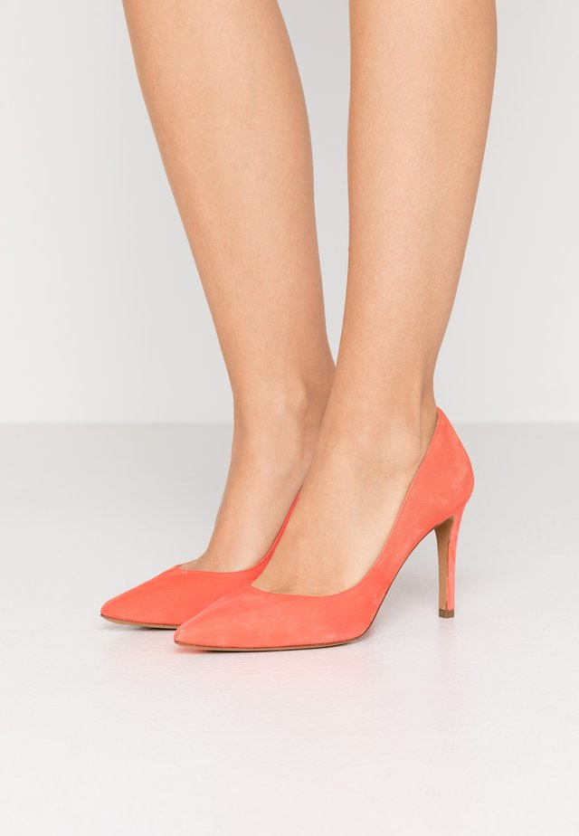 Klassiska pumps - poppy