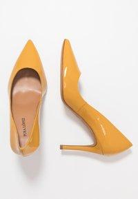 Pura Lopez - Zapatos altos - mustard - 3