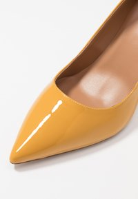 Pura Lopez - Zapatos altos - mustard - 2
