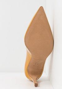 Pura Lopez - Zapatos altos - mustard - 6