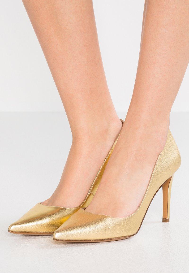 Pura Lopez - High Heel Pumps - metal gold