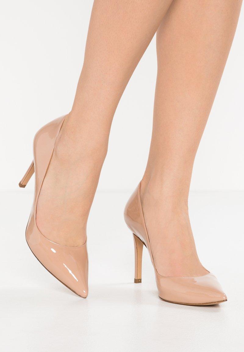 Pura Lopez - High heels - face